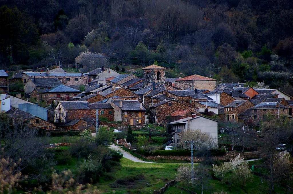Bella oscuridad blog de fernando orgambides - Casa rural pueblos negros ...