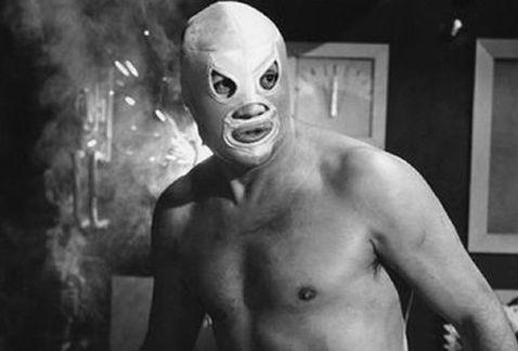el-santo-enmascarado-de-plata-serie-de-television-lucha-libre-mexicana-la-aficion_milima20180116_0196_8